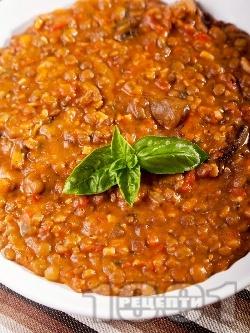 Яхния от леща с гъби, бекон и домати от консерва - снимка на рецептата